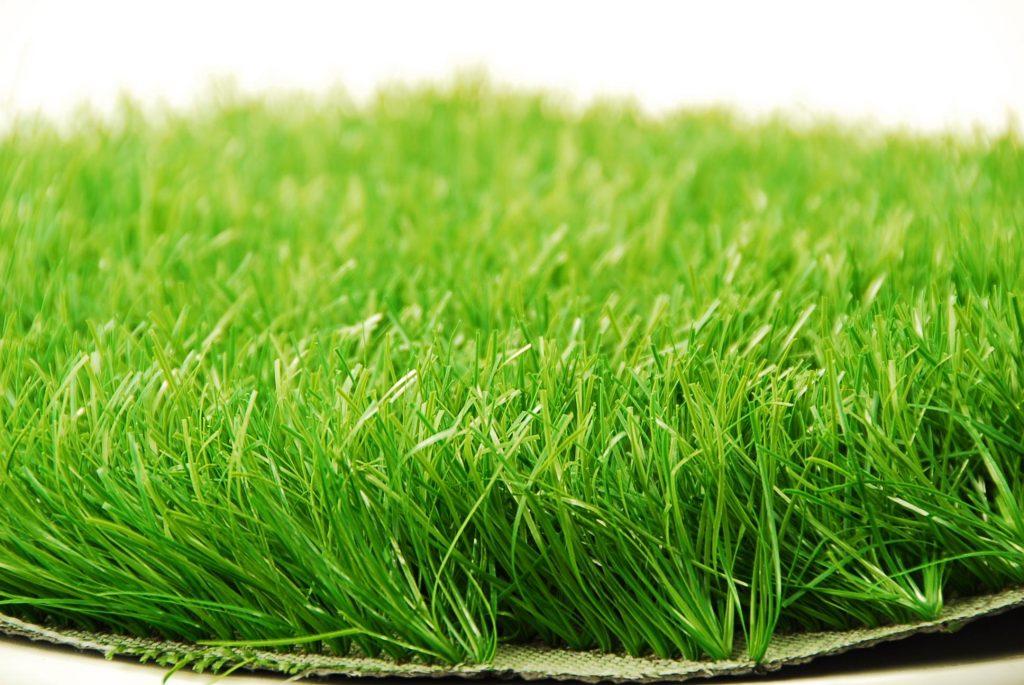 Укладка искусственных газонов
